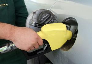В Украине вчера подешевели все марки топлива