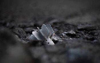 В Донецке снаряд снова попал в школу и несколько частных домов