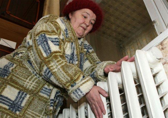 Яценюк предлагает украинцам зимовать в холодных квартирах