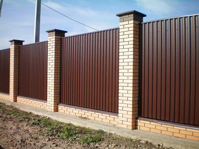Делаем металлический забор из профнастила