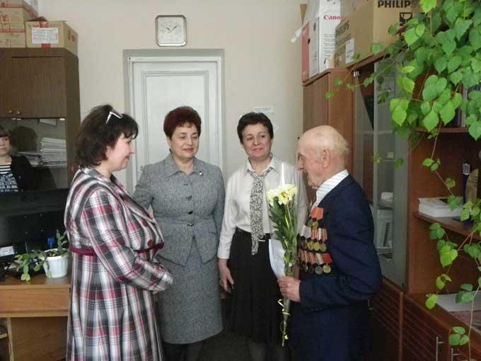 В Добропольском районе ветеранам раздали продуктовые наборы