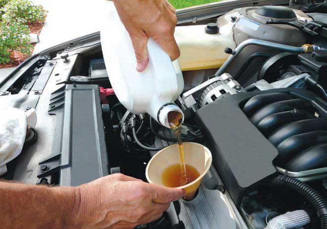Замена моторного масла в двигателе автомобиля