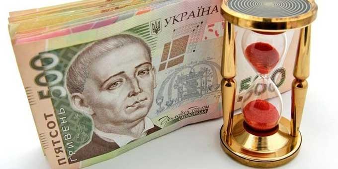 Украинцы забирают гривневые вклады в банках