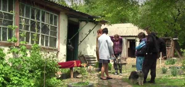 Как трое сирот выживают на Луганщине без документов и денег