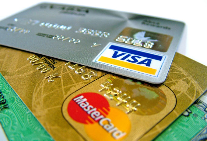 Основні привілеї кредитної картки перед готівкою фінансовими засобами