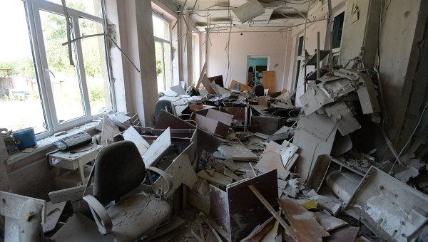На Донбассе за четыре года от обстрелов пострадали более 700 школ
