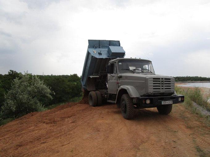 В Новгородском начали укреплять дамбу шламонакопителя фенольного завода