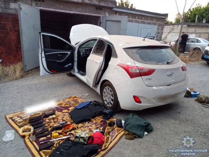 В Мариуполе нашли похищенный боевиками автомобиль с оружием из Крыма