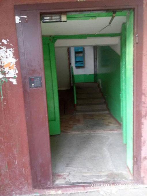 В Славянске воруют подъездные двери
