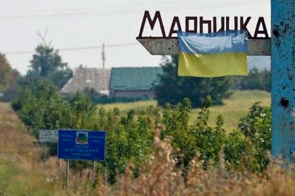 В Марьинке снаряд боевиков попал в дом: случился пожар