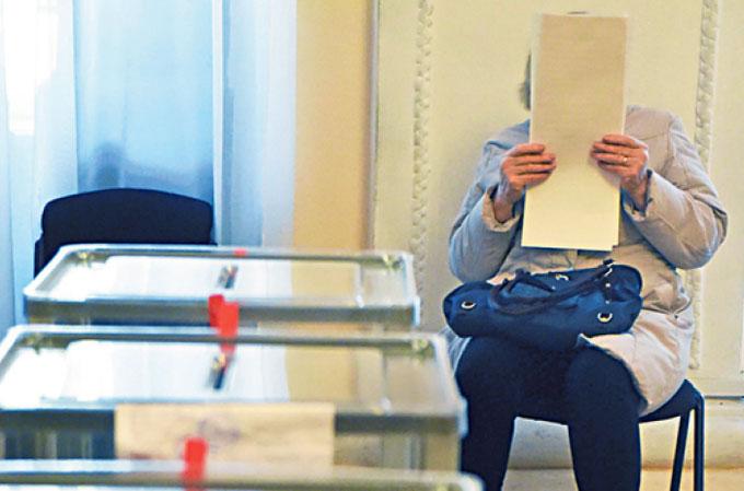 На «выборы главы» ЛНР людей заманивают пополнением мобильного счета