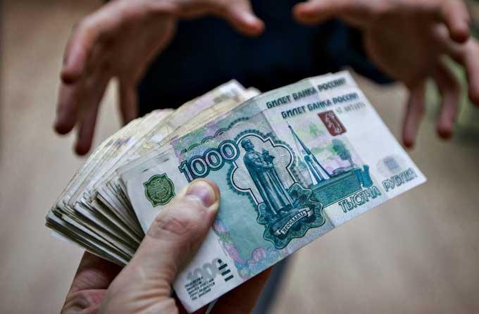Лакомый кусок чиновников: за что забирают деньги у жителей ЛНР