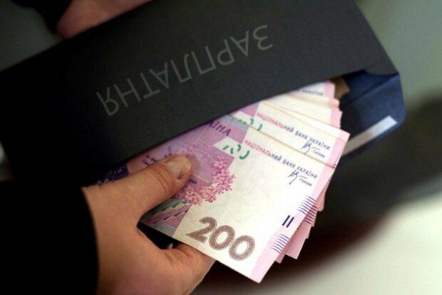 Средняя зарплата в Украине: кому и в каких регионах платят больше всего