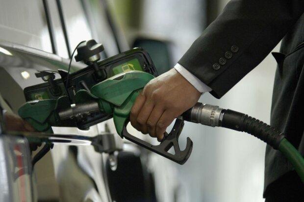 Бензин резко подскочит в цене: украинцев ошарашили новым подорожанием