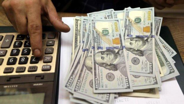 Доллар выжидает момент для удара по гривне, цифры в обменниках удивят: что будет с курсом валют