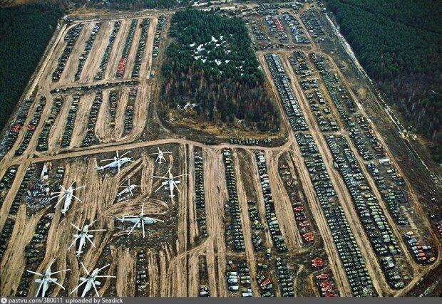 """Порошенко и компания подчистую опустошили """"кладбище"""" техники в Чернобыле"""