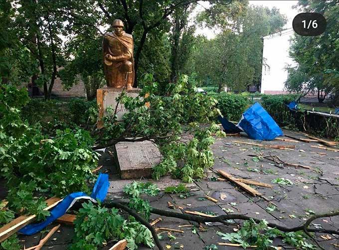 Чудовищная стихия обрушилась на Донбасс, люди остались без крыши над головой: кадры разрушений