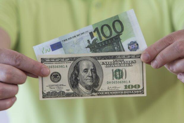 Доллар и евро разлетелись в разные стороны, курс валют от НБУ снова удивит: чего ждать украинцам