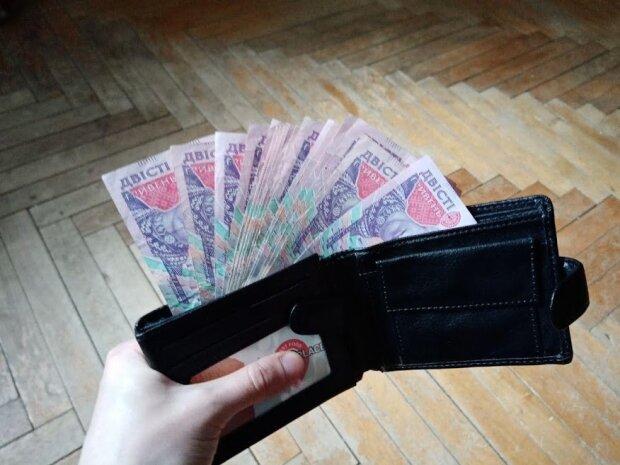 Выдадут по 5 тысяч: украинцев обрадовали прибавкой к зарплате