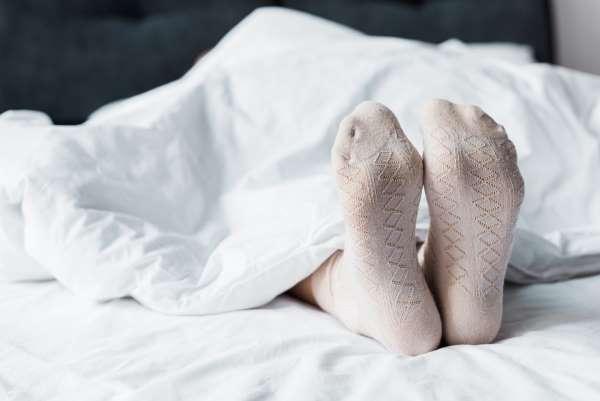 Спать в носках опасно. И вот почему