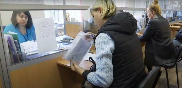 Тарифы на отопление и электроэнергию пересмотрят, украинцев уже предупредили