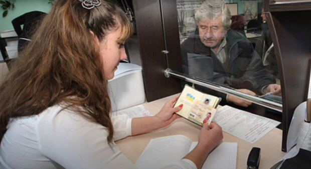 Украинцам повысят пенсии аж в пять этапов, официальный график