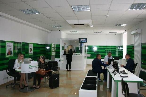ПриватБанк меняет тарифы на свои услуги: сколько теперь будут платить украинцы