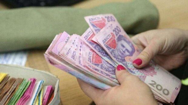 Кабмин выплатит украинцам денежную помощь, кто и сколько получит