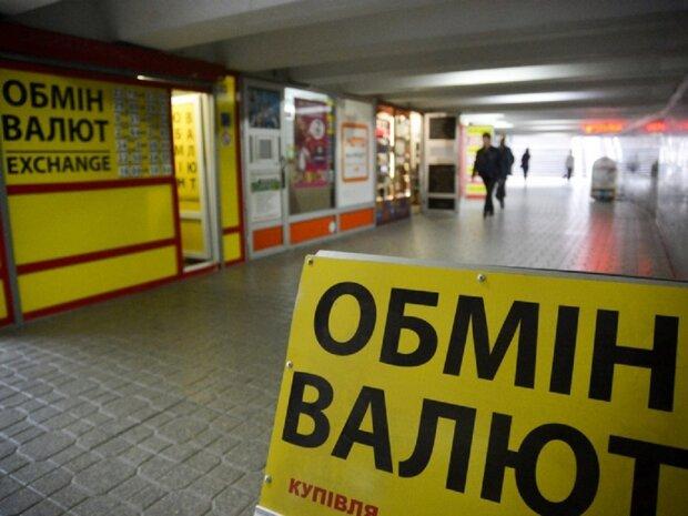 Доллар споткнется, НБУ обновил курс валют: чего ждать украинцам