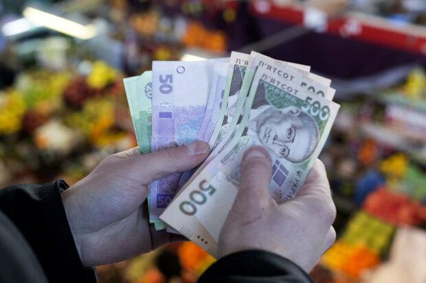 Украину наводнили фальшивые гривны, есть даже в банкоматах: какие купюры обязательно проверять