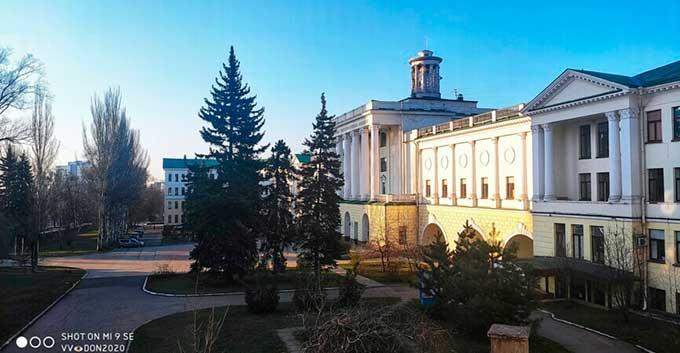 Шок! В Донецке на центральной улице подрезали ребенка