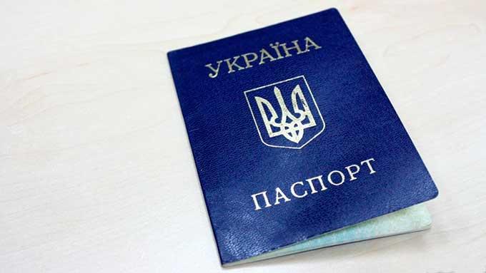 У продавцов торговых точек в Донецке отбирают паспорта. Люди в панике, не знают, что делать