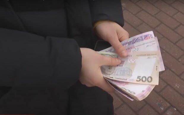 Фальшивые гривны атакуют украинцев. Как обезопасить себя от подделок?