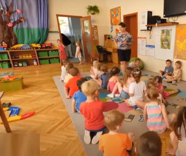 С маленькими детьми на работу. Как это комментируют украинские депутаты