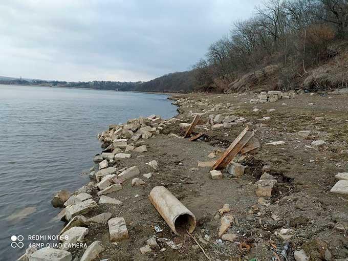 Исаковское водохранилище в Перевальском районе продолжает мелеть