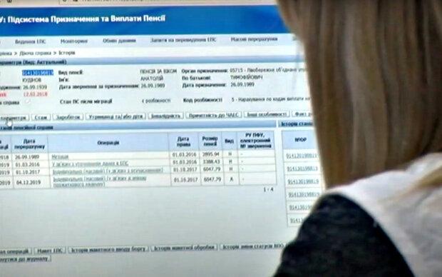 Массовые отчисления из пенсий: украинцам подсказали, как этого избежать