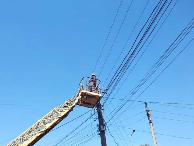ДТЭК Донецкие электросети восстановил энергоснабжение 31 населенного пункта, обесточенного в результате непогоды