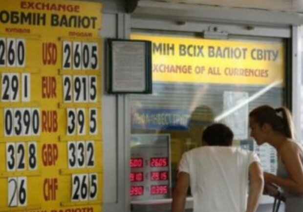 Доллар рекордно упал, НБУ сообщил о триумфе гривны: каким будет курс валют