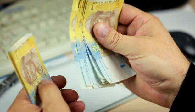 Как теперь украинцам будут доставлять пенсию: в Раде приняли решение