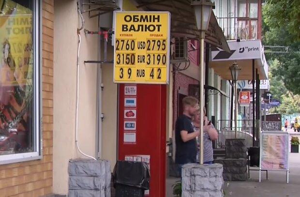 Гривна отправила доллар и евро в нокаут после резкого скачка: какими будут курсы валют