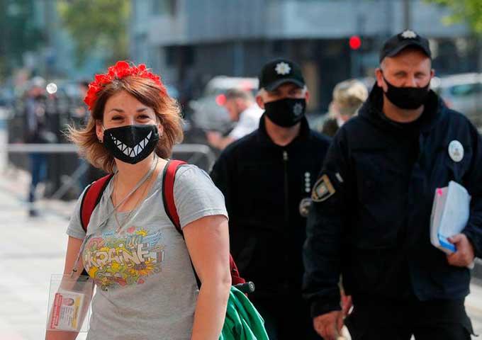 Новые правила карантина вступили в силу по всей Украине: что под запретом