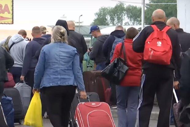 Не только Польша и Германия: Чехия переманивает украинских заробитчан, названы зарплаты