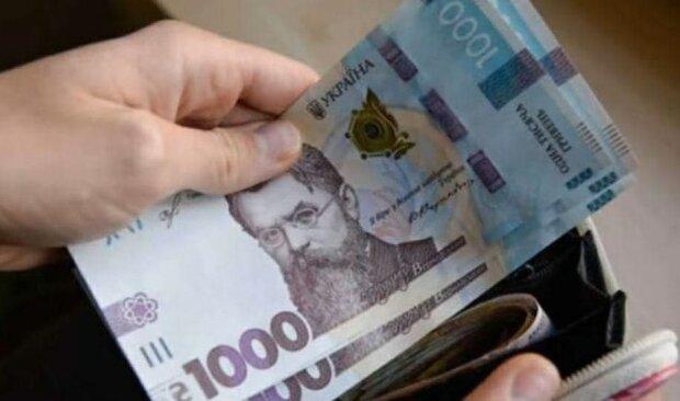 Заколачивают до 100 тысяч в месяц: кому из украинских заробитчан платят самые высокие зарплаты