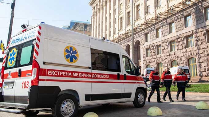 Снова больше тысячи новых диагнозов за сутки: коронавирус в Украине активизировался