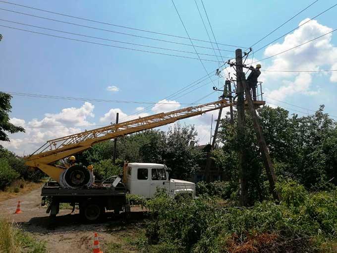 В Донецкой области непогода. Аварийные бригады ДТЭК Донецкие электросети восстанавливают электроснабжение