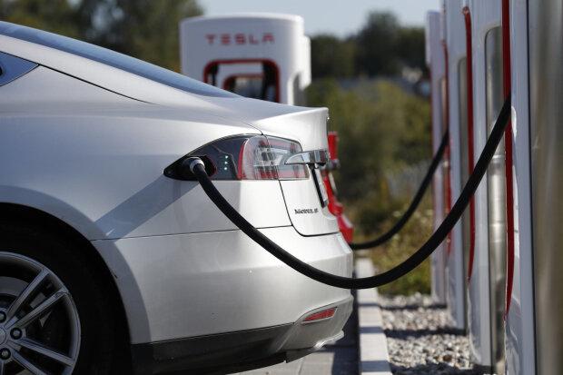 Теперь электромобили можно будет зарядить за 10 минут и проехать 800 км