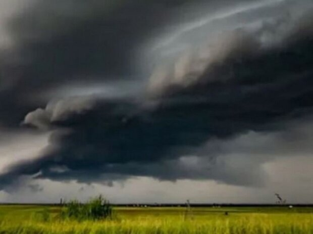 Обрушатся грозы с градом и ураганный ветер: в ГосЧС объявили I уровень опасности - какие области накроет