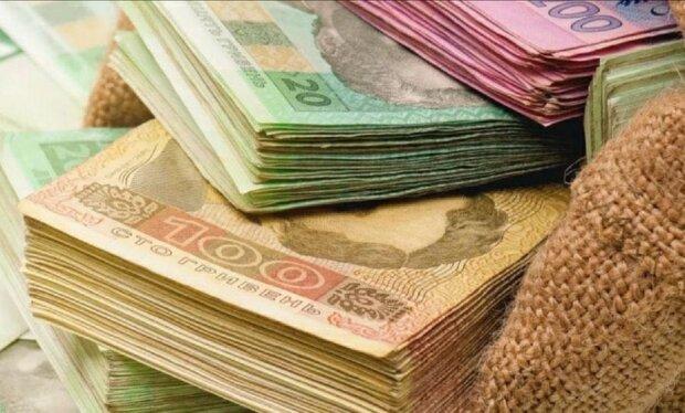 От 100 до 18 тыс. грн: стало известно сколько Шмыгаль и его министры заработали в мае, инфографика