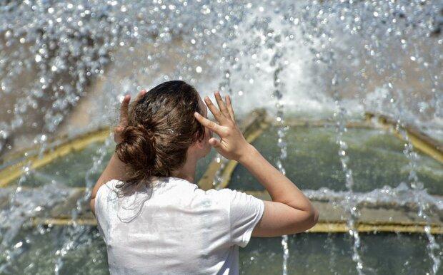 Как справиться с жарой без кондиционера: специалисты дали главные советы