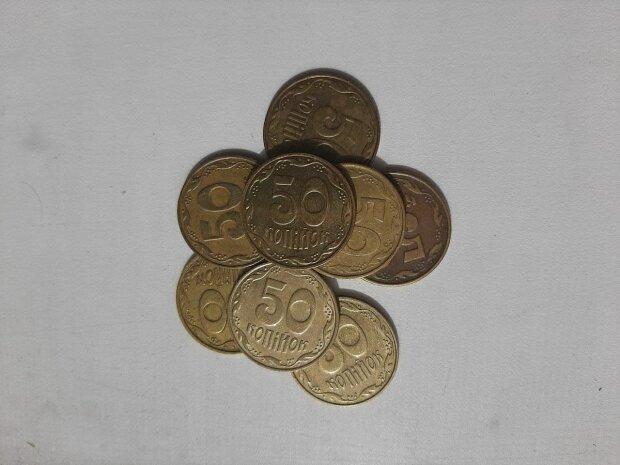 Украинцам продают фальшивые монеты за тысячи гривен